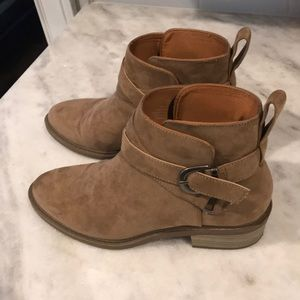 H&M Tan bootie with buckles